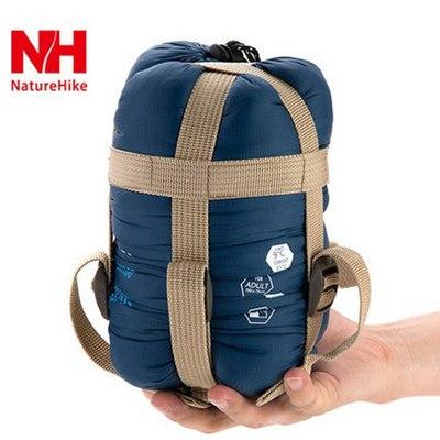 sac de couchage bleu fonce