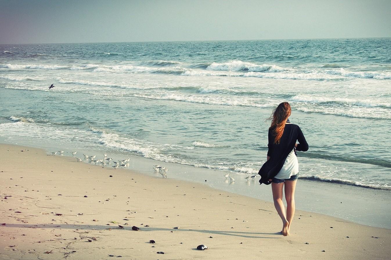 beach woman 1347X742 - Bienvenue sur Rentiers Anonymes shop